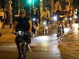 Fahrradbeleuchtung macht Radler im Dunklen sichtbar.
