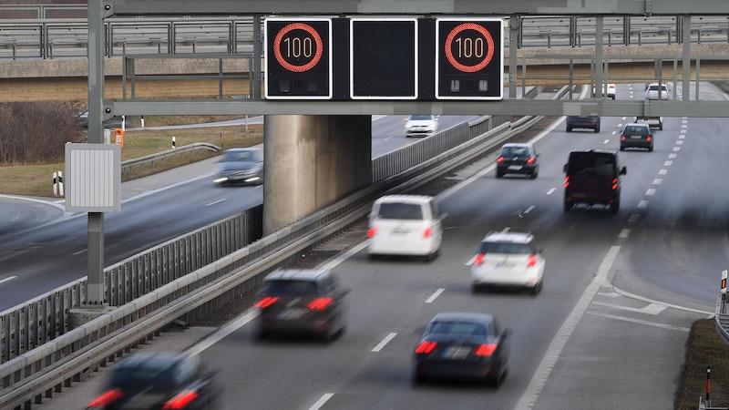 Tempolimit auf der Autobahn: Wer geblitzt wird, muss mit Strafen bis hin  zum Führerscheinentzug rechnen
