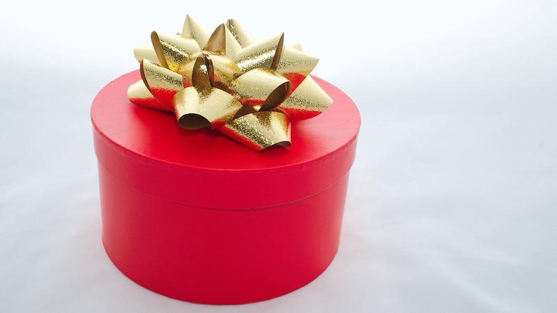 So verpacken Sie runde und ovale Geschenke möglichst frustfrei.