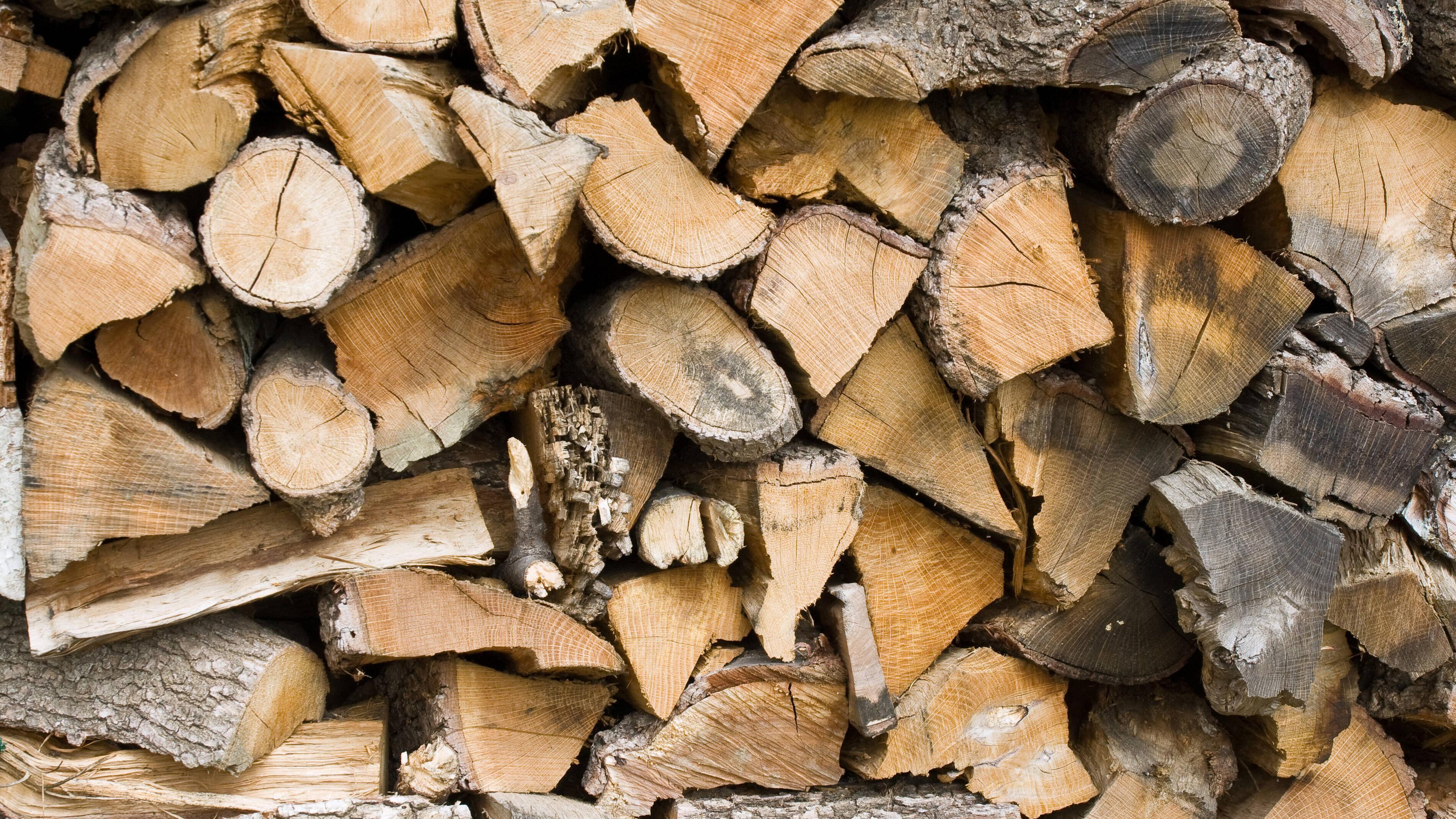 Holz hacken und spalten - die besten Tipps