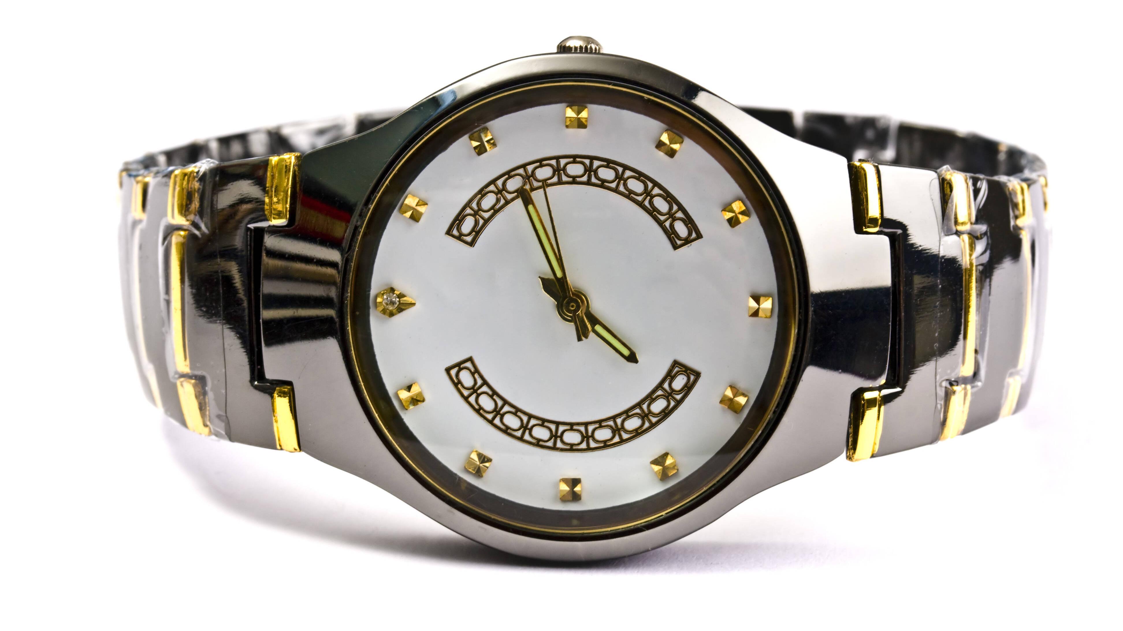 Zum Kürzen des Armbands Ihrer Uhr benötigen Sie spezifisches Werkzeug.