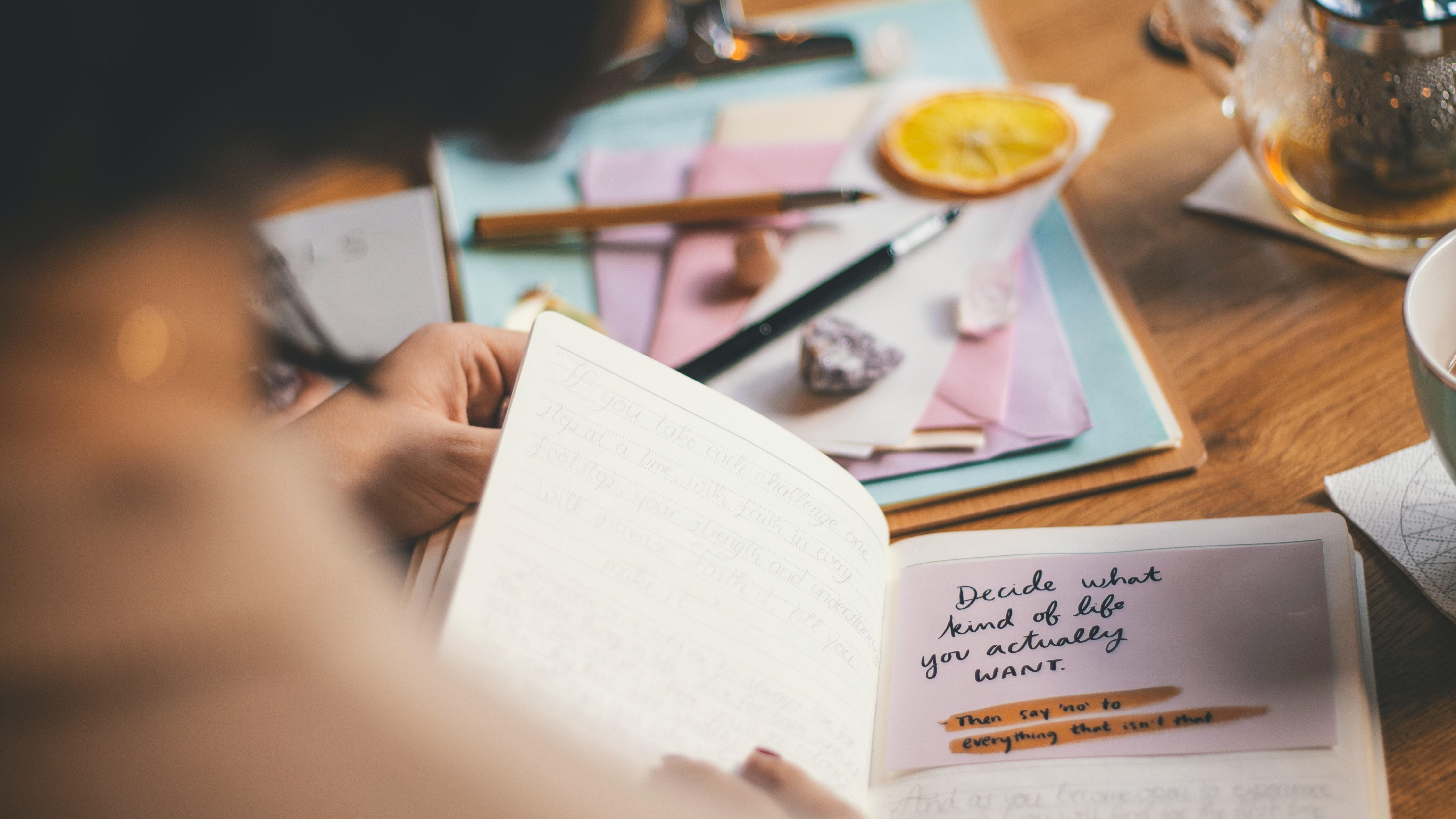 Ein Scrapbook für die eigenen Gedanken ist eine gute Idee, sich Sorgen von der Seele zu schreiben.