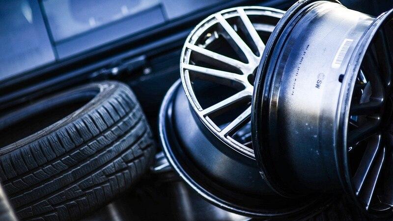 Reifendruck am Auto prüfen - so geht's