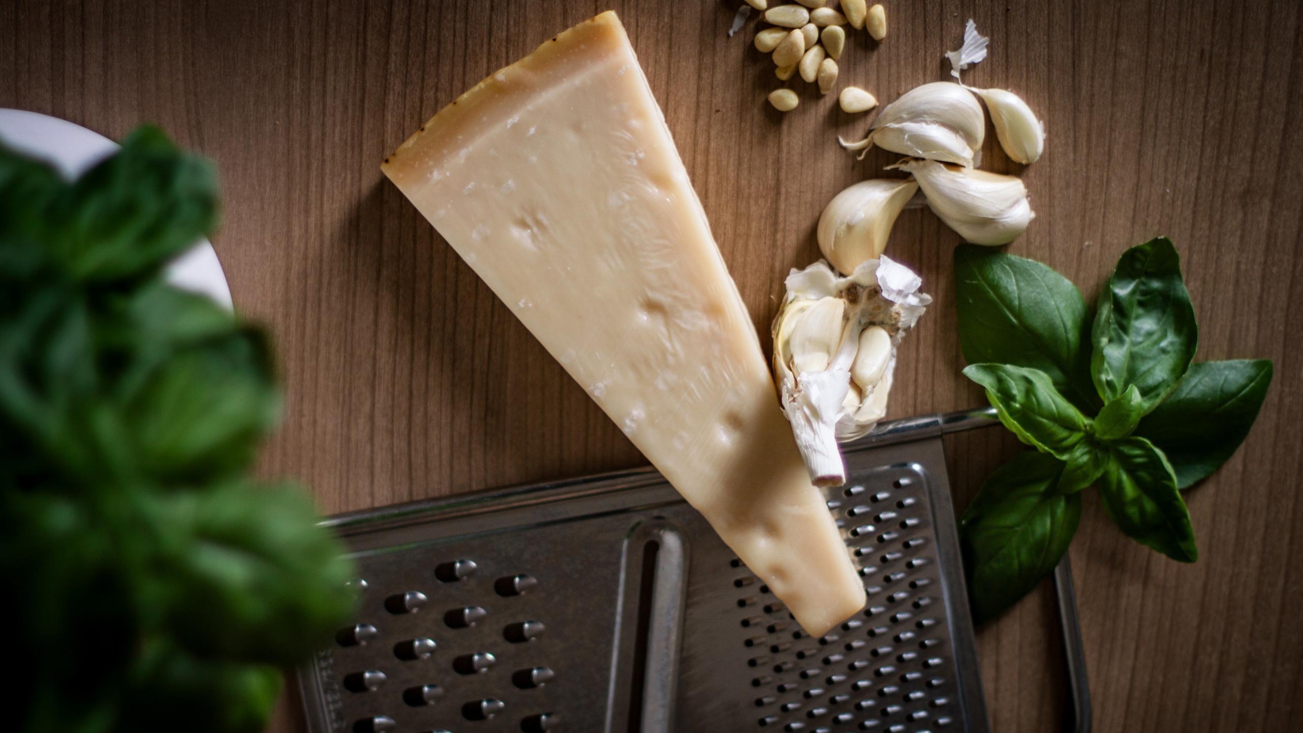 Guter Ersatz für Parmesan sind andere Sorten von italienischem Hartkäse.