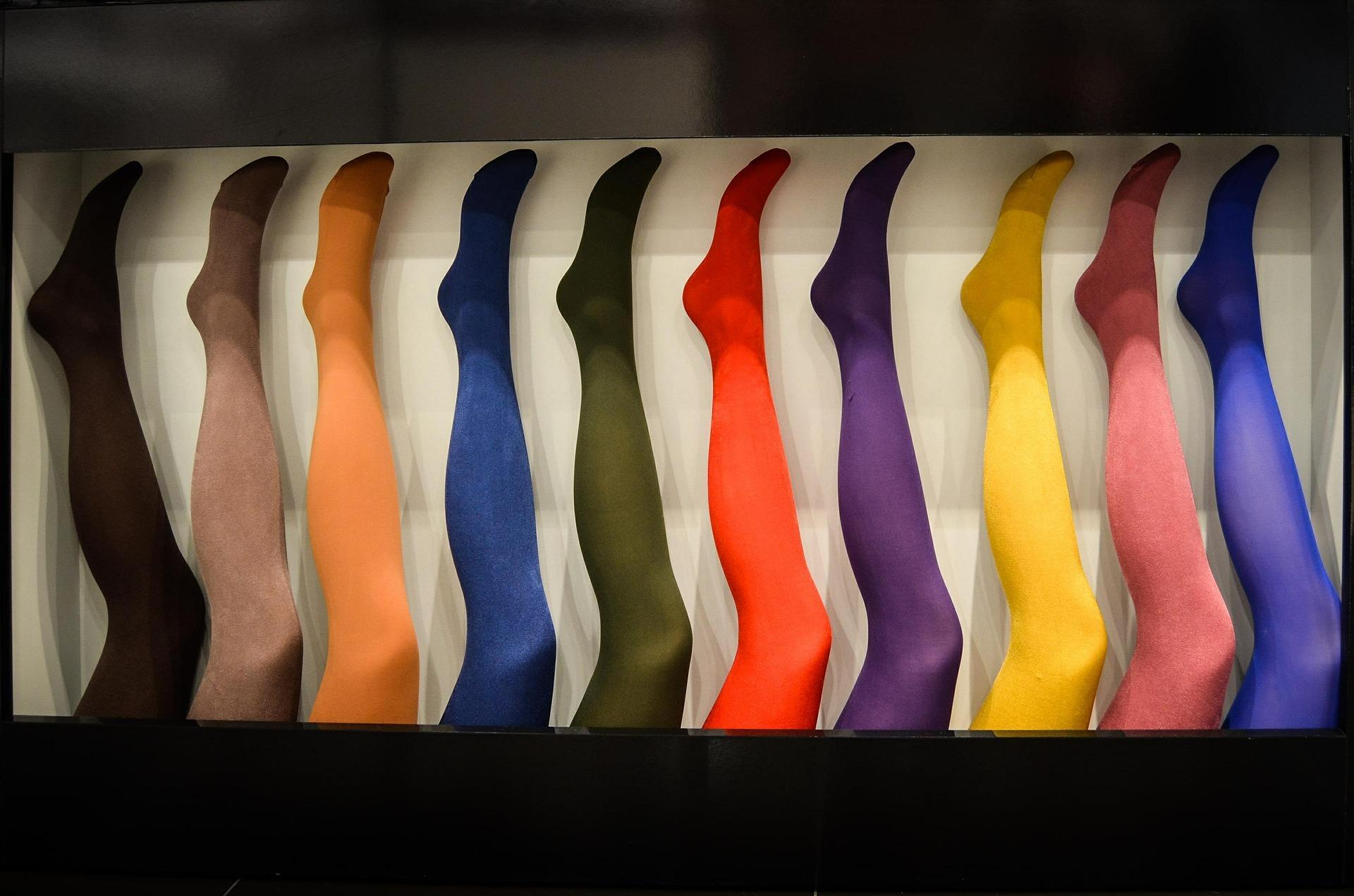 Lycra wurde als Faser 1958 entdeckt und ist heute in sehr vielen Textilien wie Strumpfhosen, Unterwäsche oder Stretch-Denim zu finden.