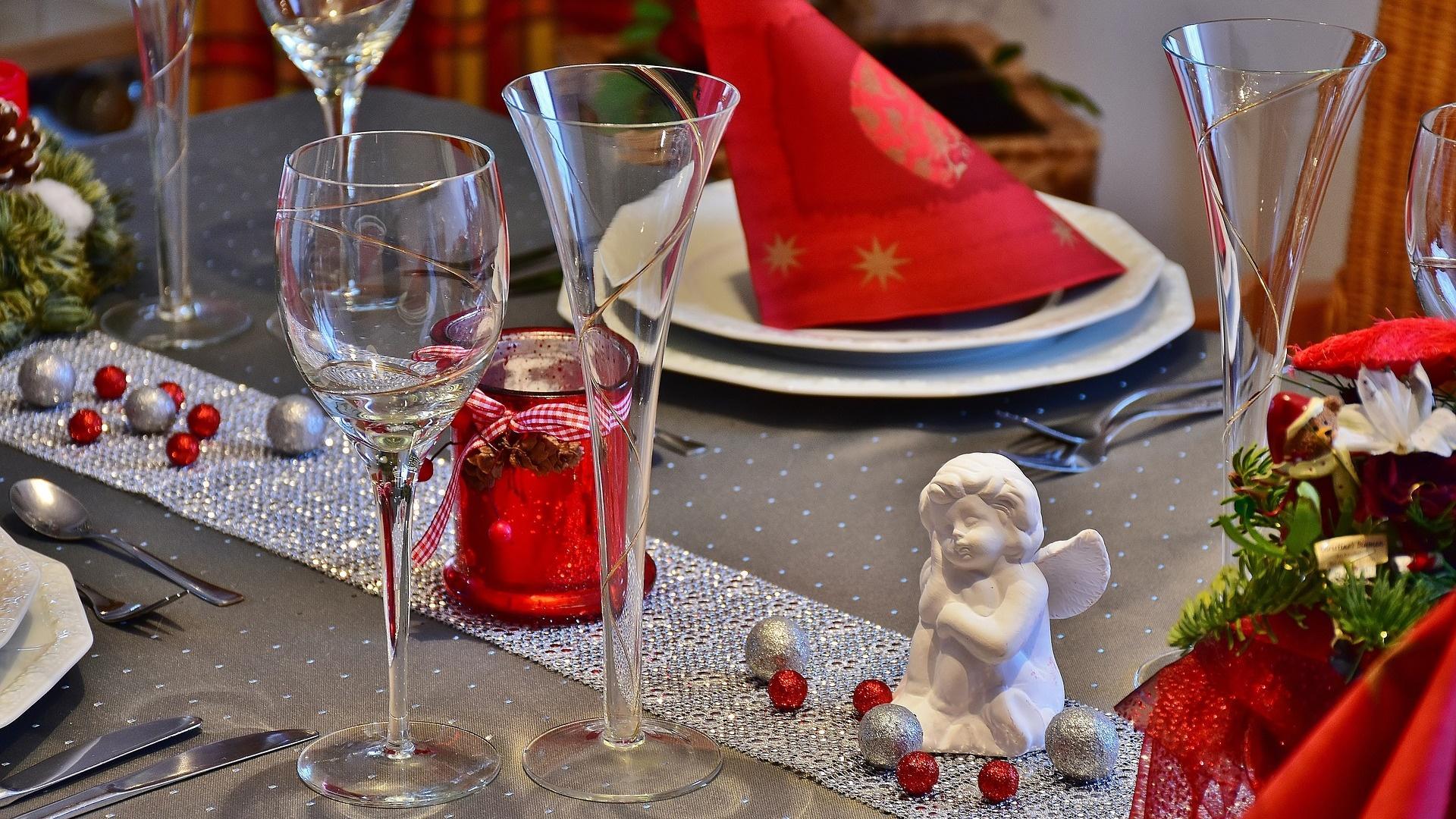 Deko an Weihnachten: So arrangieren Sie den perfekten Tisch