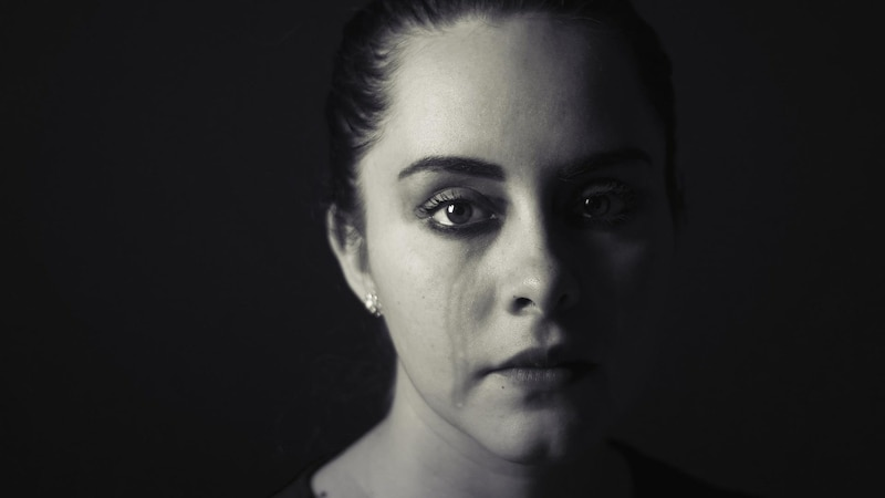 weinende Frau in Nahaufnahme