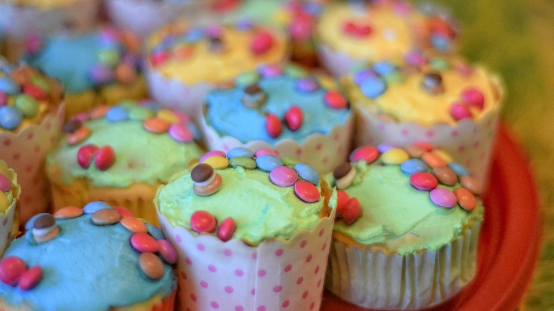 Von Fisch-Muffins bis hin zur Muschel-Deko - mit ein wenig Kreativität wird Ihre Meerjungfrauen-Party ein echter Hit.
