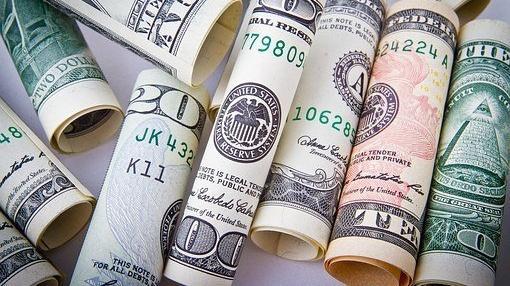 Die Geschichte des Geldes ist untrennbar mit dem Handel von Gütern verbunden.