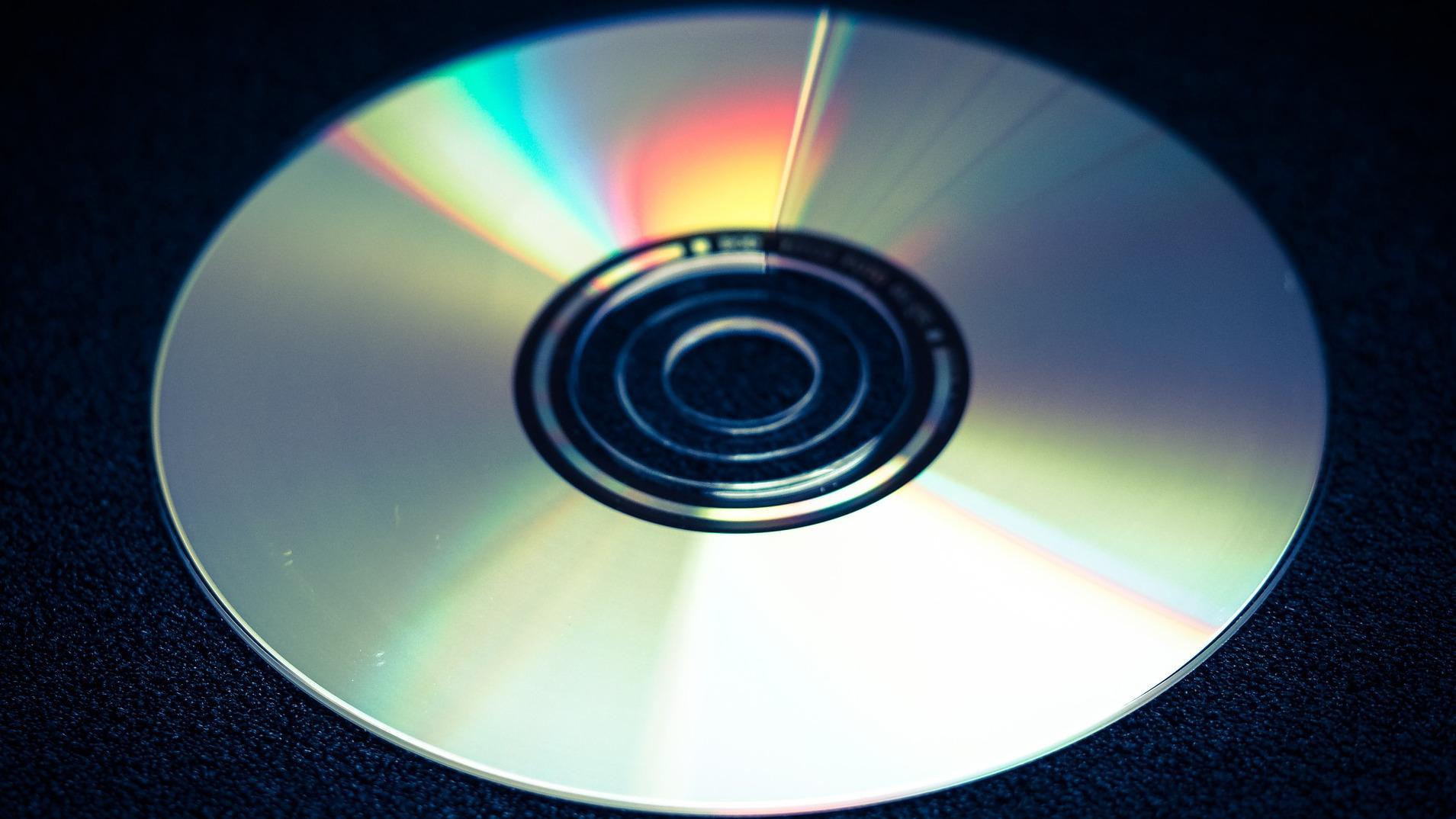Wenn Sie Kratzer bei einer DVD entfernen wollen, empfiehlt es sich, Zahnpasta zu verwenden.