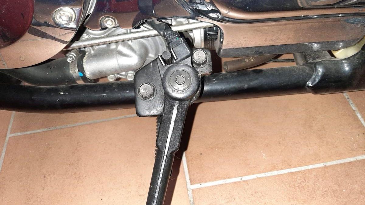 Stellen Sie sicher, dass die Mechanik bzw. Elektronik des Seitenständers nicht verdreckt ist.