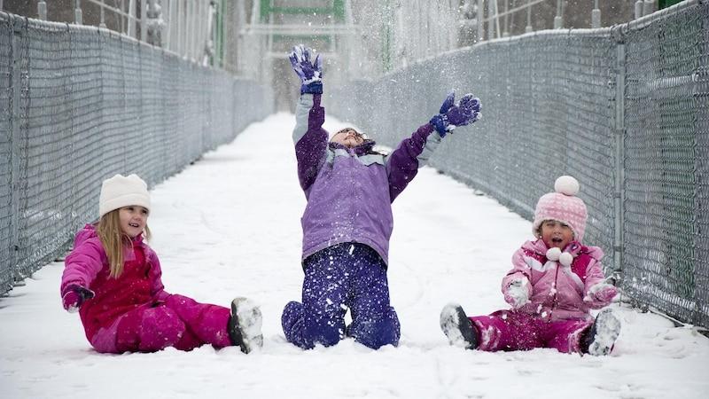 Wintersport Bekleidung für Kinder können Sie beispielsweise auf Flohmärkten günstig erwerben.
