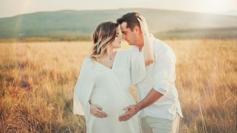 In diesem Alter haben viele bereits den Partner fürs Leben gefunden und sind bereit für ein gemeinsames Kind.
