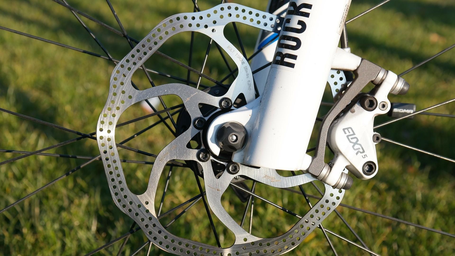 Beim Kauf eines Fahrrads ist zu überlegen, ob eine mechanische oder hydraulische Scheibenbremse infrage kommt.