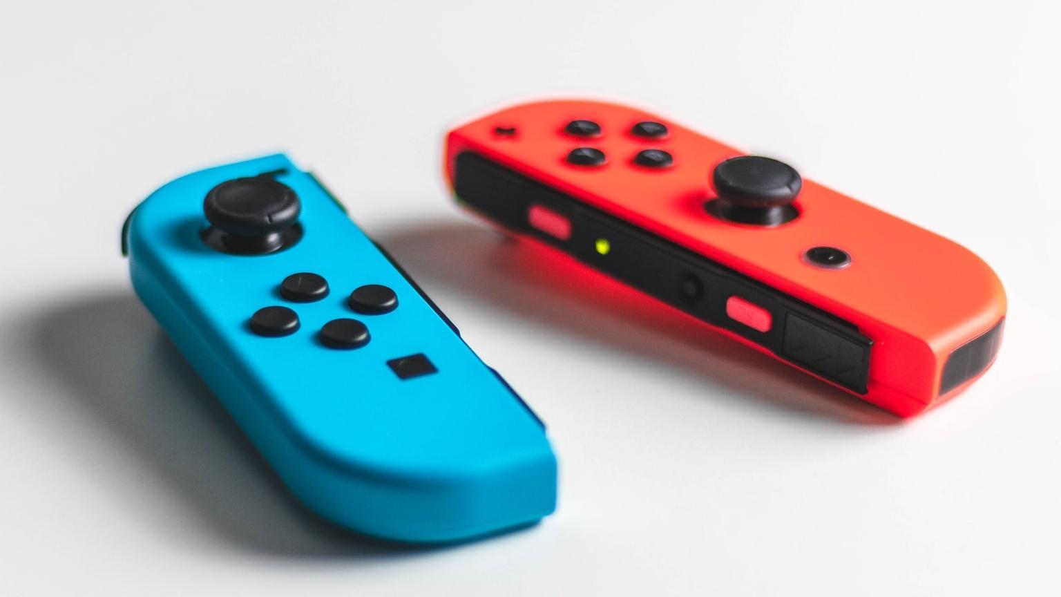 Unterschied Nintendo Switch Lite und Switch: Die Joy-Cons der Nintendo Switch lassen sich abnehmen.