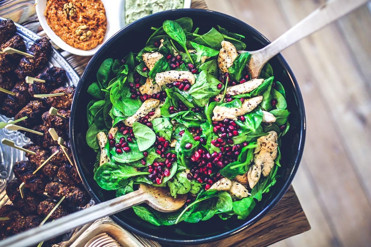 Den Symptomen von Eisenmangel lässt sich meist leicht durch eine ausgewogene Ernährung entgegenwirken.