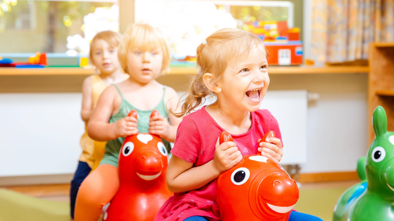 Funktionsräume im Kindergarten fördern die Entwicklung von Kindern.