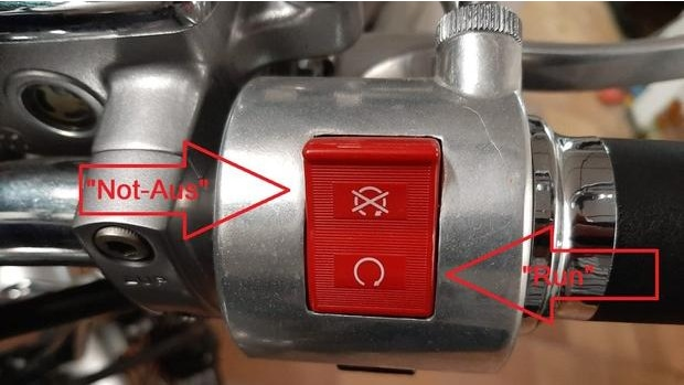 Wenn Sie Ihr Motorrad anschieben wollen, prüfen Sie zunächst, ob der Not-Aus-Schalter an Ihrem Motorrad aktiviert ist.