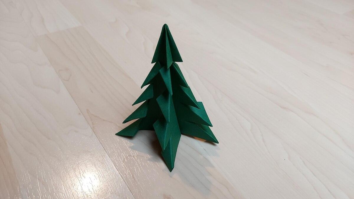 Ziehen Sie Ihren kleinen Baum auseinander und rücken Sie ihn je nach Belieben zurecht.