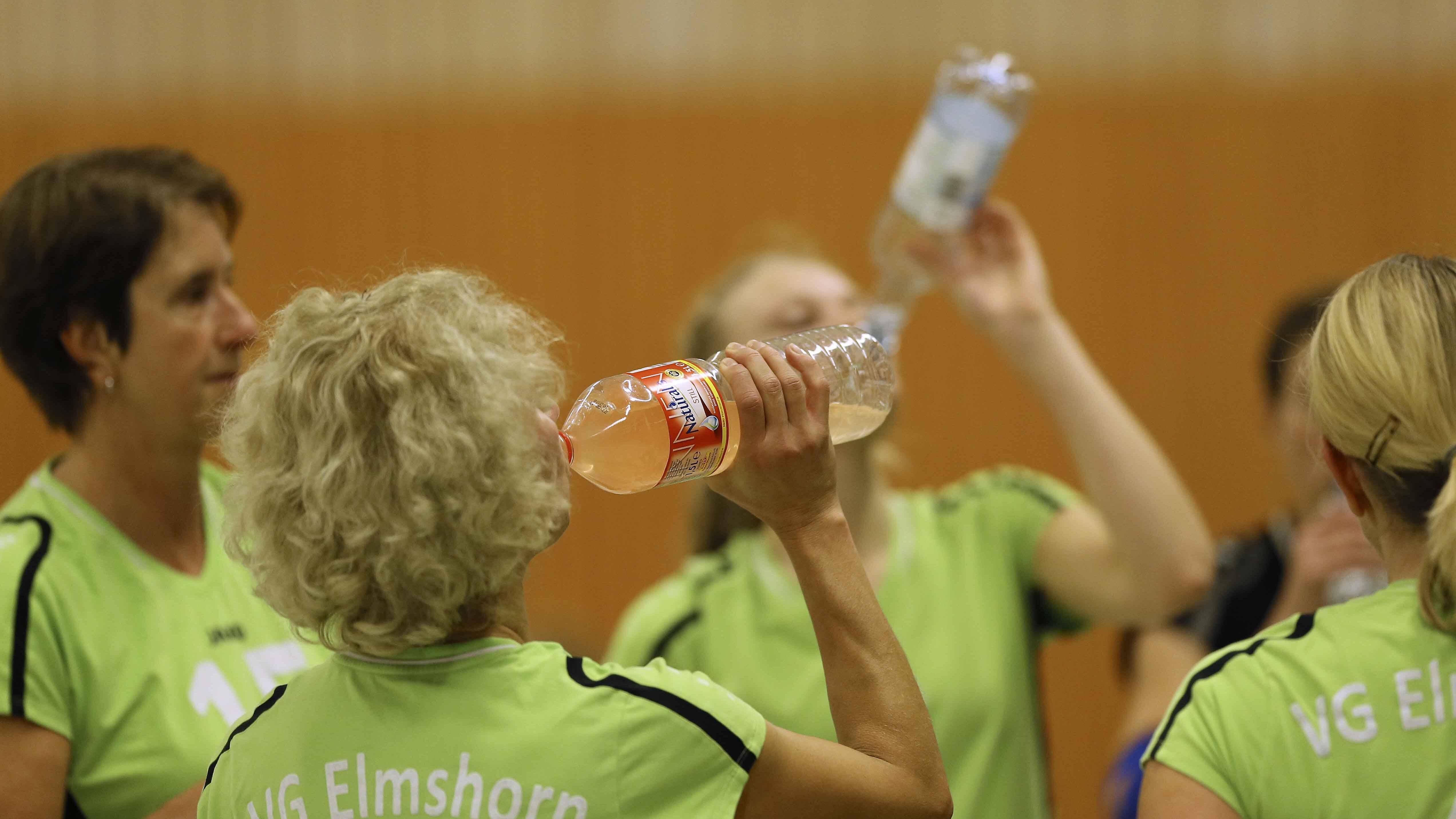 Nicht nur beim Sport, sondern auch bei Verstopfungen hilft viel Flüssigkeit.