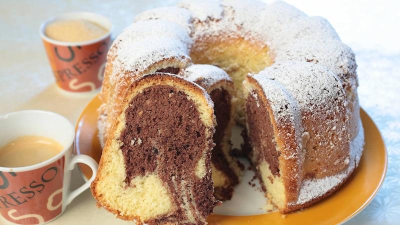Ein Marmorkuchen in Gugelhupfform sieht besonders schön aus.