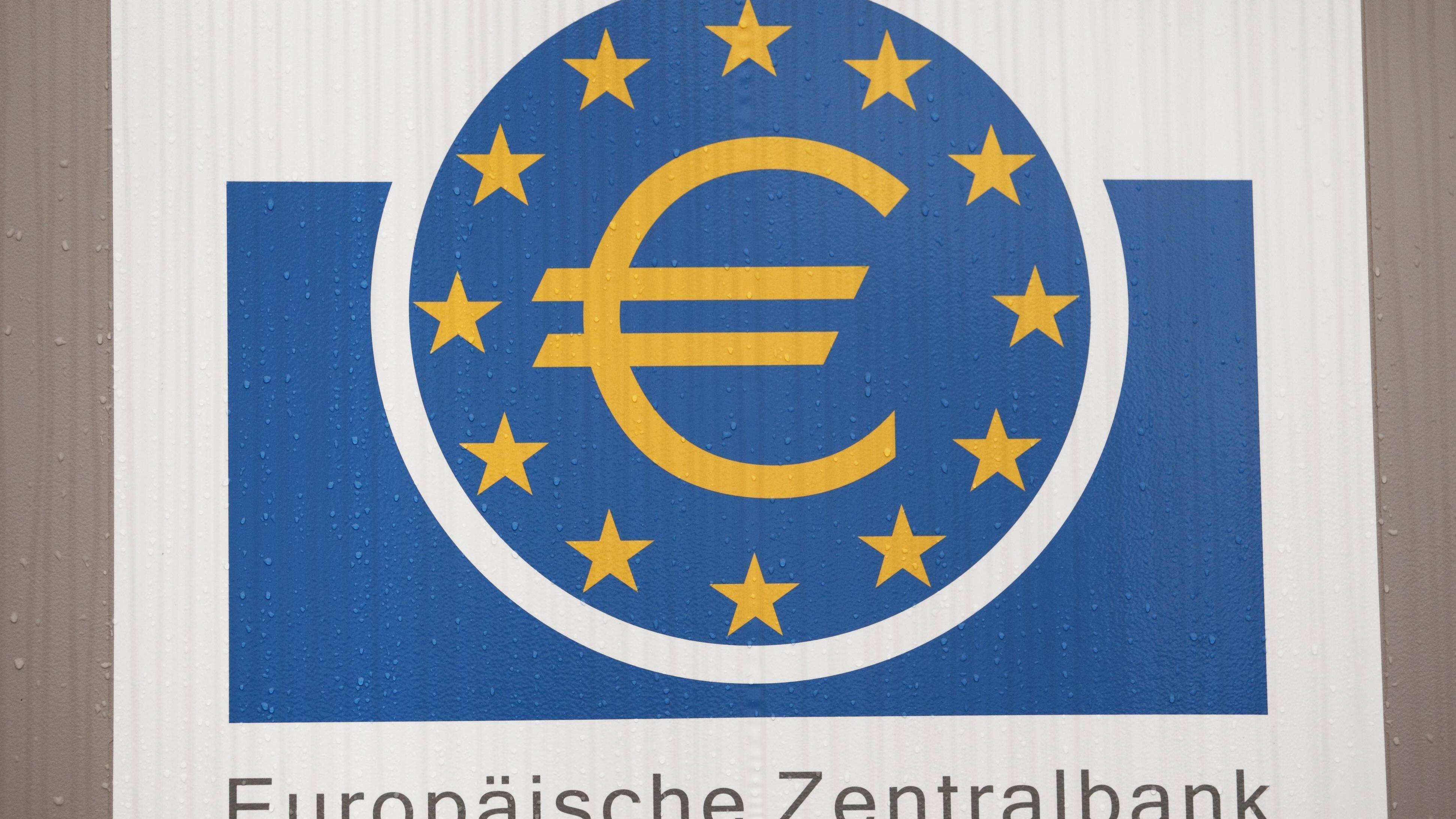 Seit 1999 der Diskontsatz durch den Basiszinssatz ersetzt wurde, übernimmt die EZB die Regulierung der Geldpolitik.