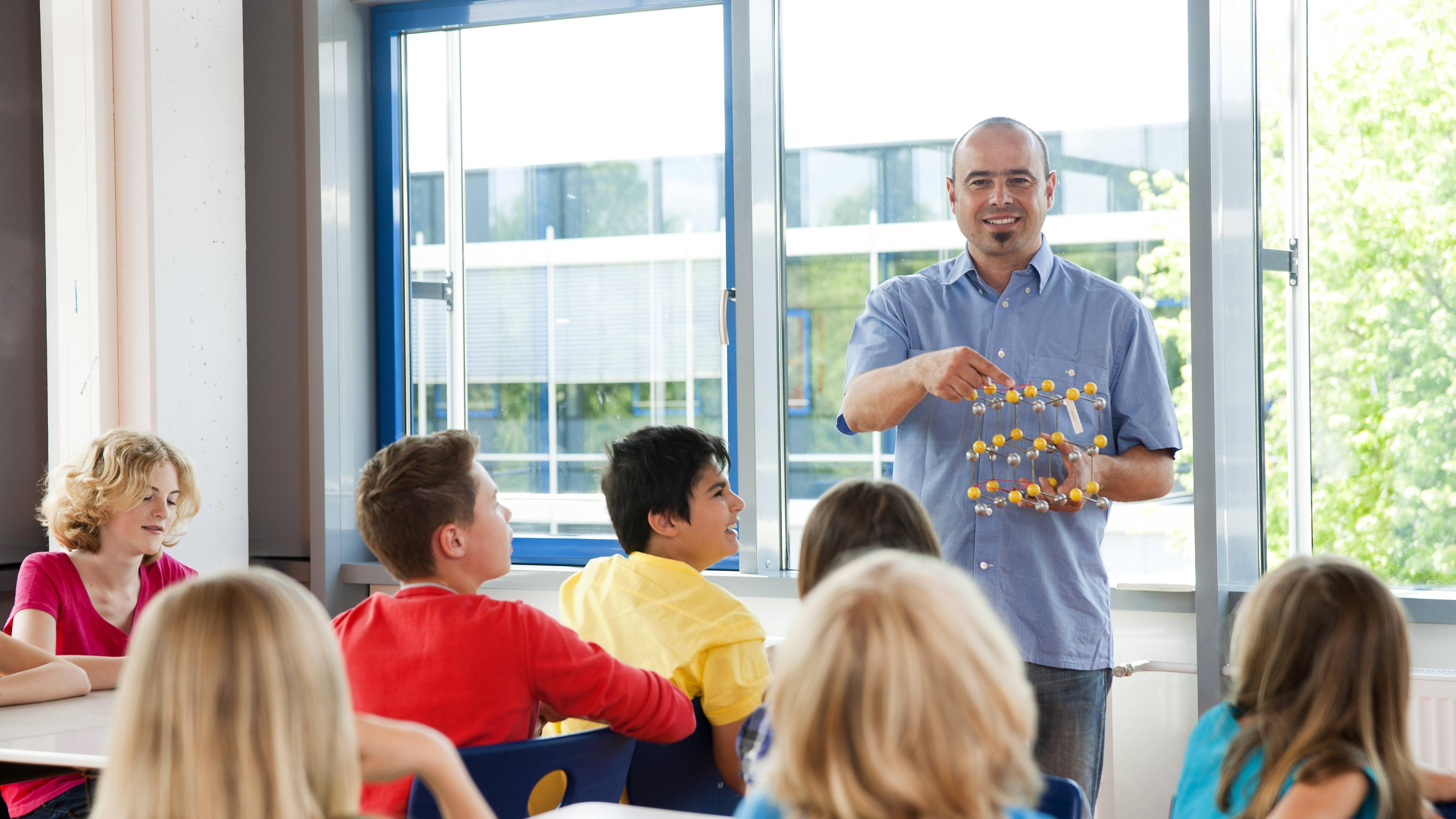 Eine Lehrer-Schüler-Beziehung besteht unabhängig davon wie viel Sie mit den einzelnen Schülern kommunizieren.