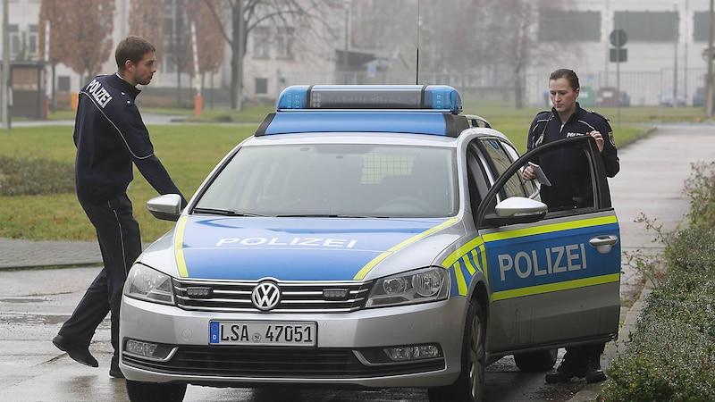 Die Dienstgrade bei der Polizei lassen sich an den Schulterklappen ablesen.