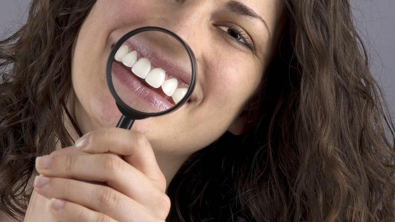 Linguale Zahnspange: Diese Kosten kommen auf Sie zu