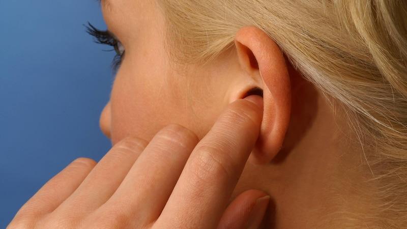 Die Farbe von Ohrenschmalz lässt keine Rückschlüsse auf die Gesundheit zu.
