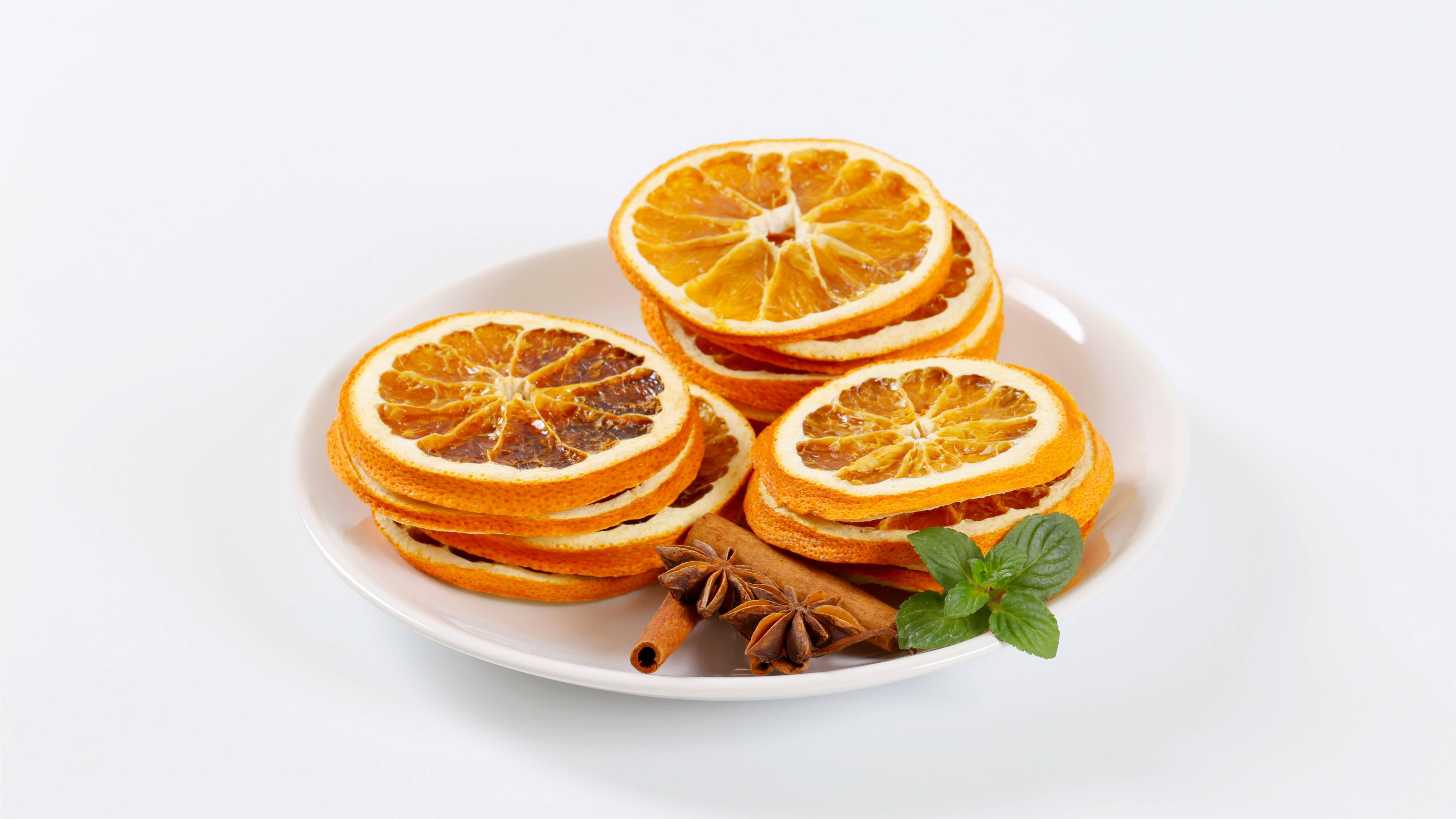 Weihnachtsduft selber machen - getrocknete Orangenscheiben verströmen Aroma