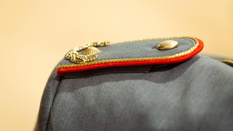 Schulterklappen am Mantel - ursprünglich bei der Armee üblich