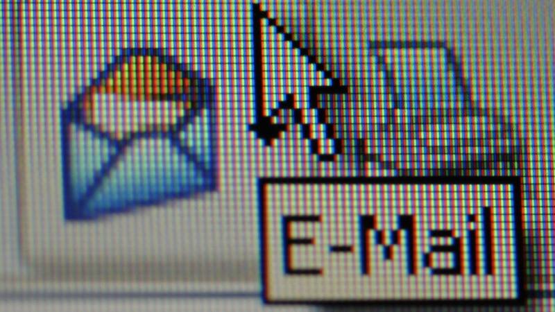 Outlook: Doppelte Mails löschen - so geht's