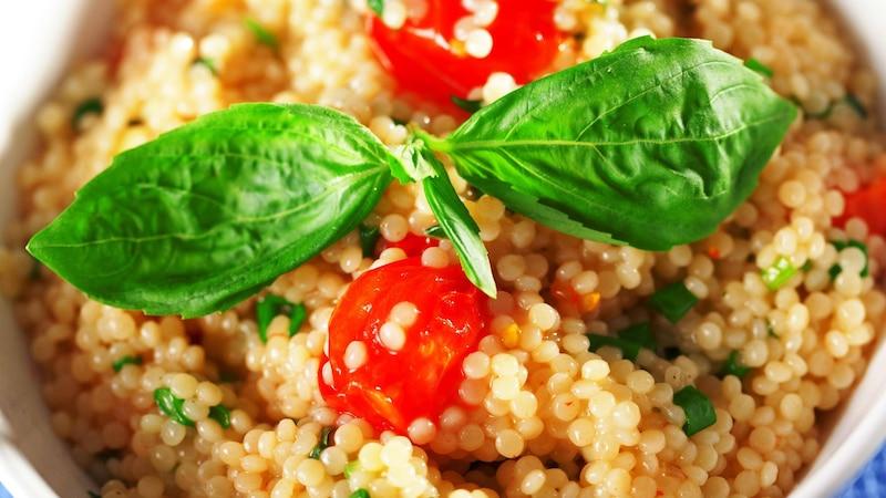 Türkischer Couscous Salat: So machen Sie das Gericht