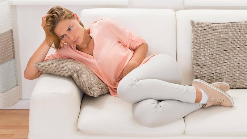 Nicht selten fühlen sich Frauen während der Periode richtig krank.