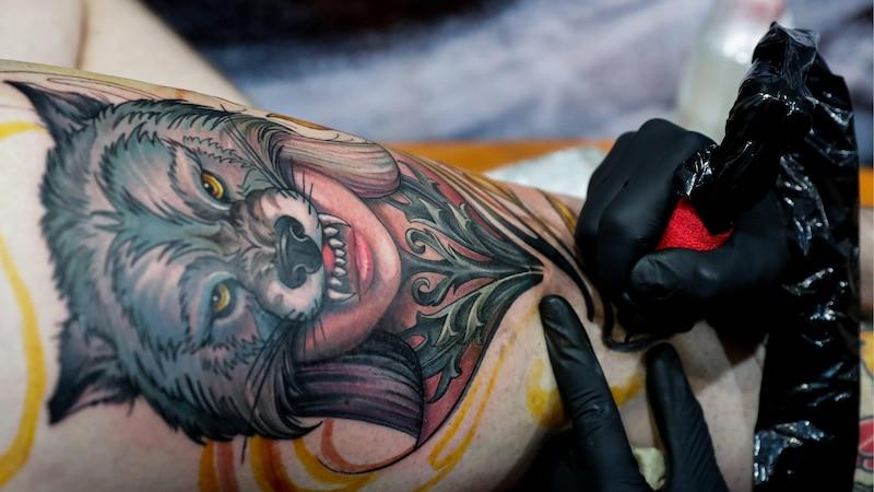 Tattoo kühlen: So lindern Sie Schwellungen am besten