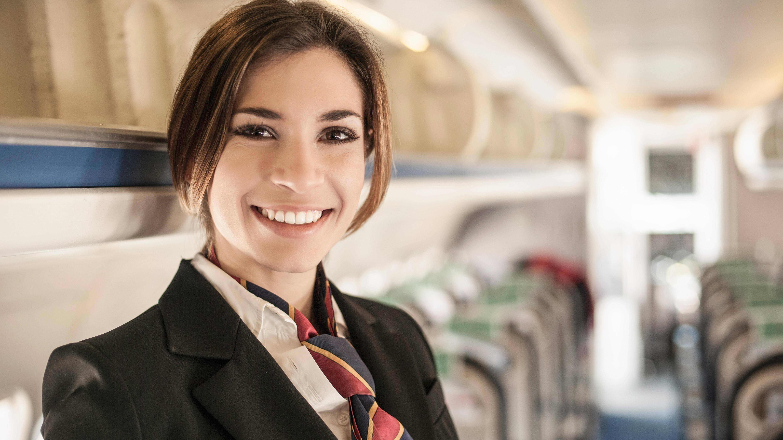 Flugbegleiter werden: Voraussetzungen und Ausbildung