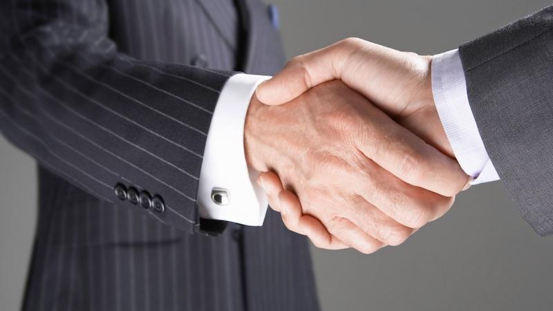 Wenn Sie einen neuen Mitarbeiter vorstellen, sollten Sie auf die Hierarchieebenen achten.