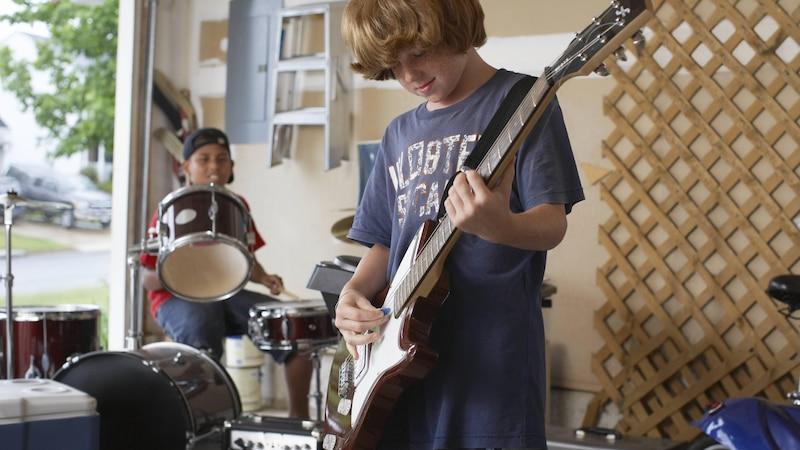 Zimmerlautstärke sollten Sie außerhalb der Ruhezeiten auf jeden Fall einhalten beim Musizieren.