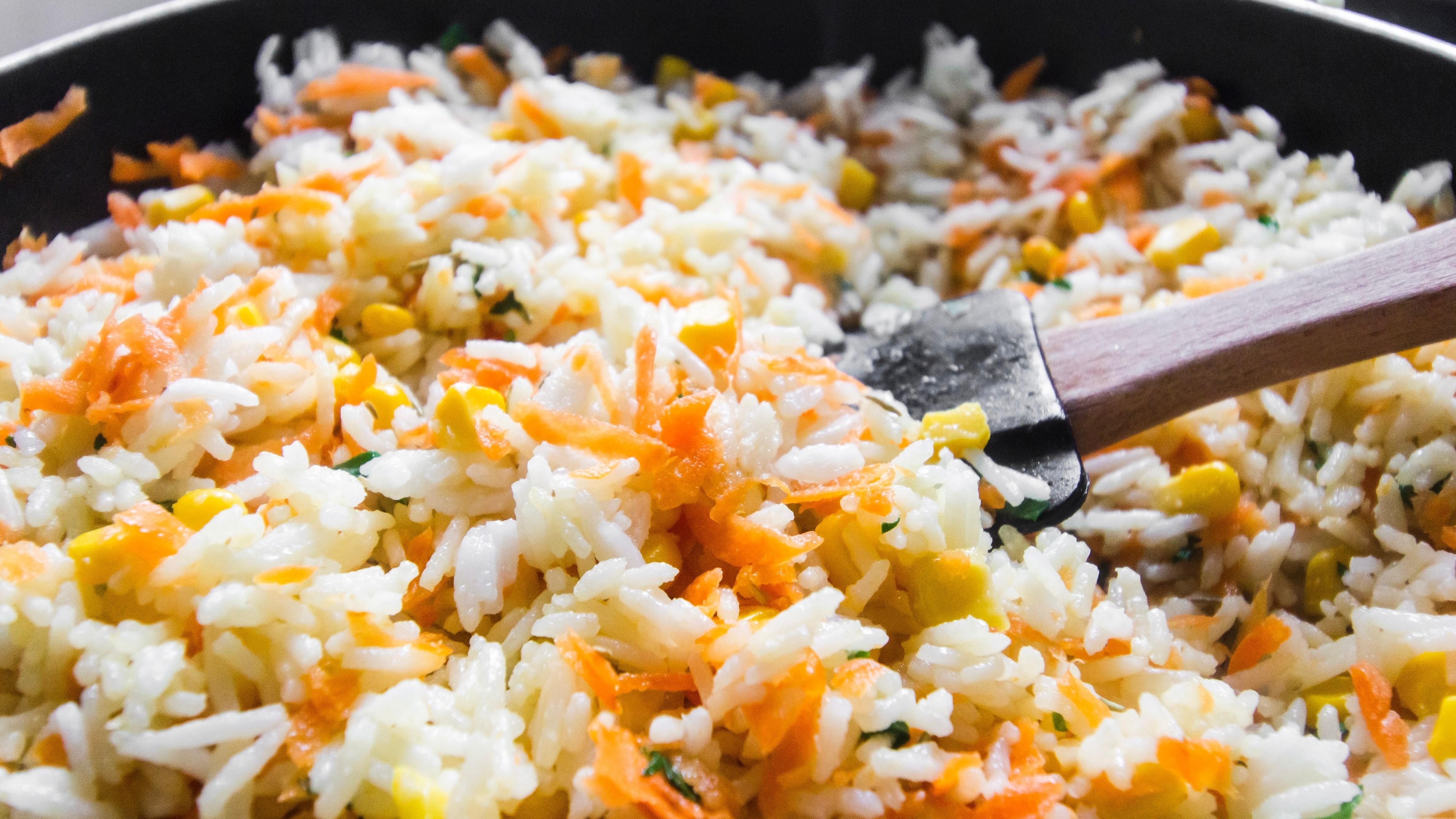 Bratreis ist ein ideales Rezept, um Reisreste zu verwerten