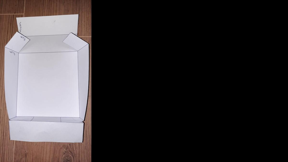 Schritt 3: Kleben Sie die Wände an den Laschen zusammen