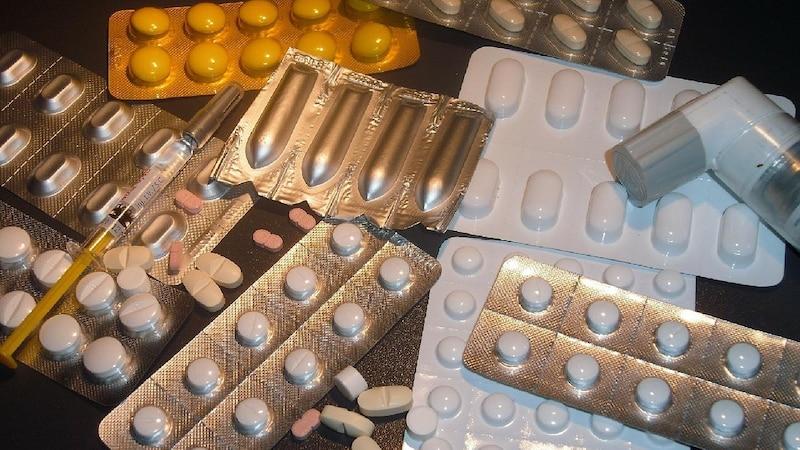 Von Anabolika ist abzuraten, da die Steroide unzählige Nebenwirkungen mit sich bringen.