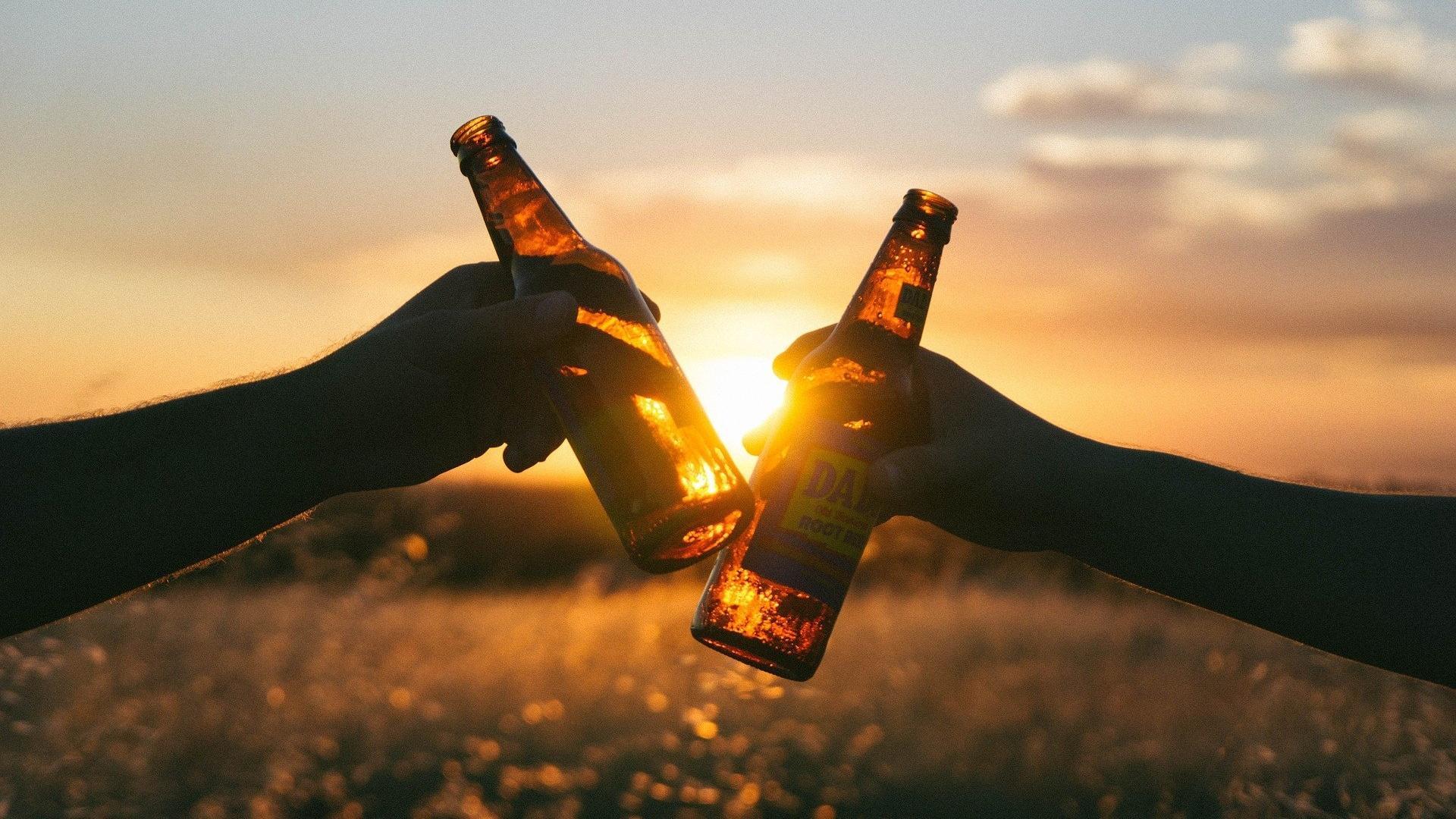 Wenn Sie trotz Alkohol abnehmen wollen, sollten Sie dabei zu den richtigen Drinks greifen.