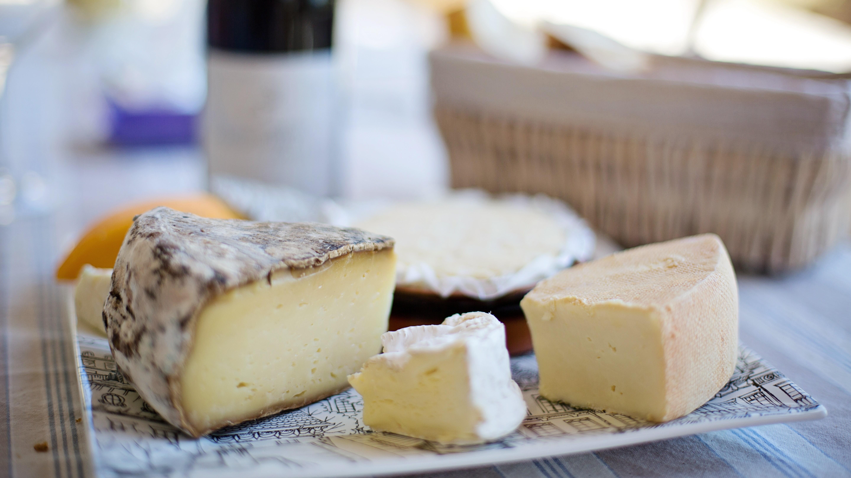 Käse nach einem Darminfekt? Besser die fetten Sorten erst einmal liegen lassen.