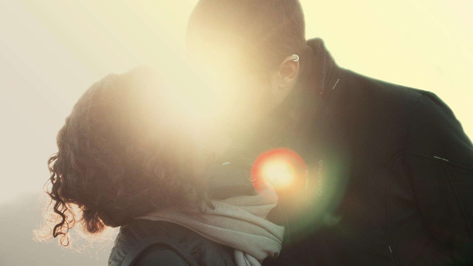 Wie oft sich Paare in einer Beziehung sehen sollten, hängt ganz von deren Bedürfnissen ab.