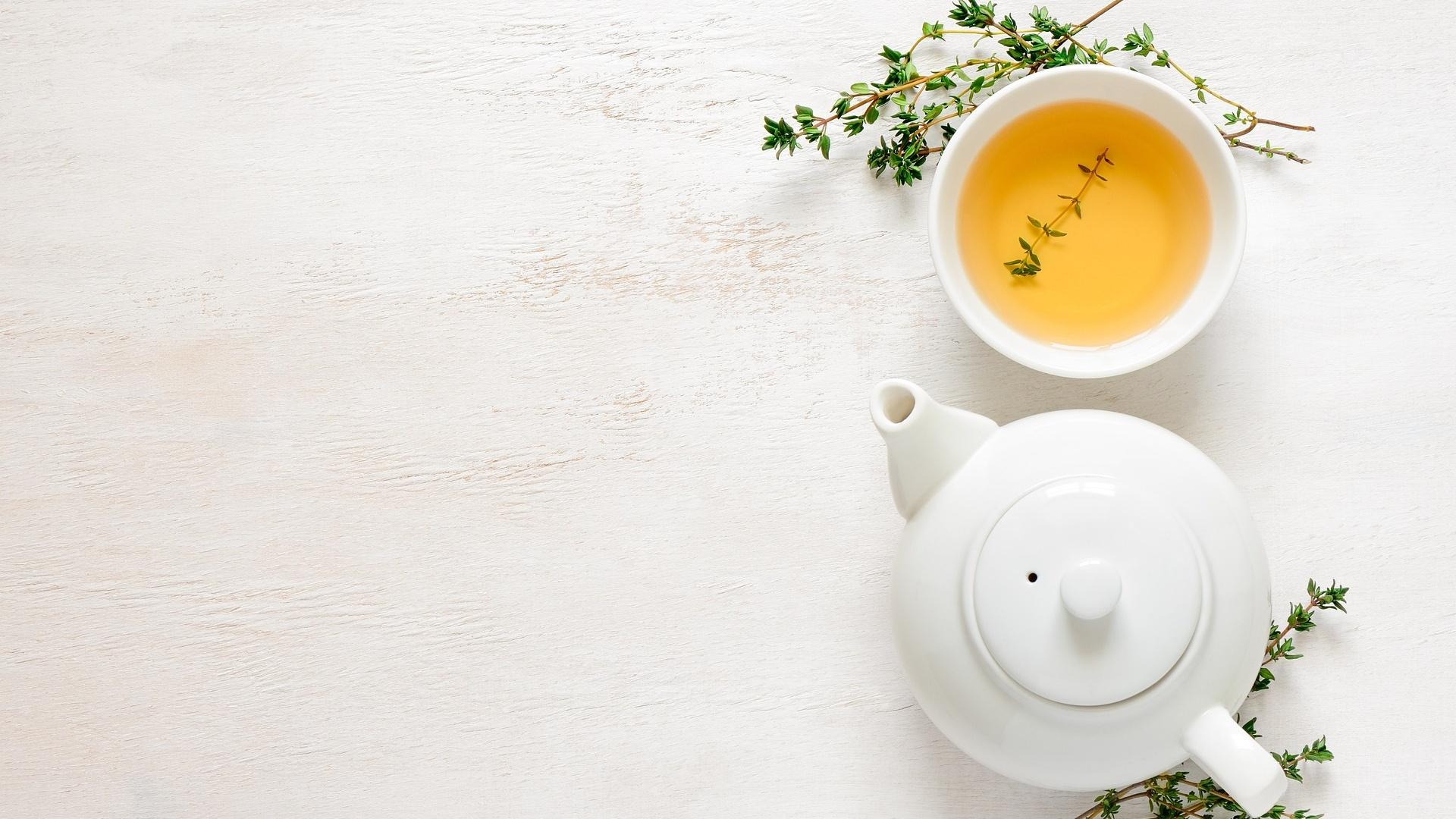 In Tee werden die Schwedenkräuter meist für die innere Anwendung gemischt.