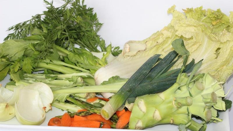 Gemüsereste verwerten: Brühe oder Paste aus Resten - so geht's