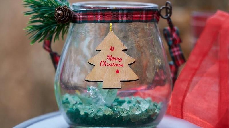 Auch für die Weihnachtszeit lassen sich Einmachgläser dekorieren.