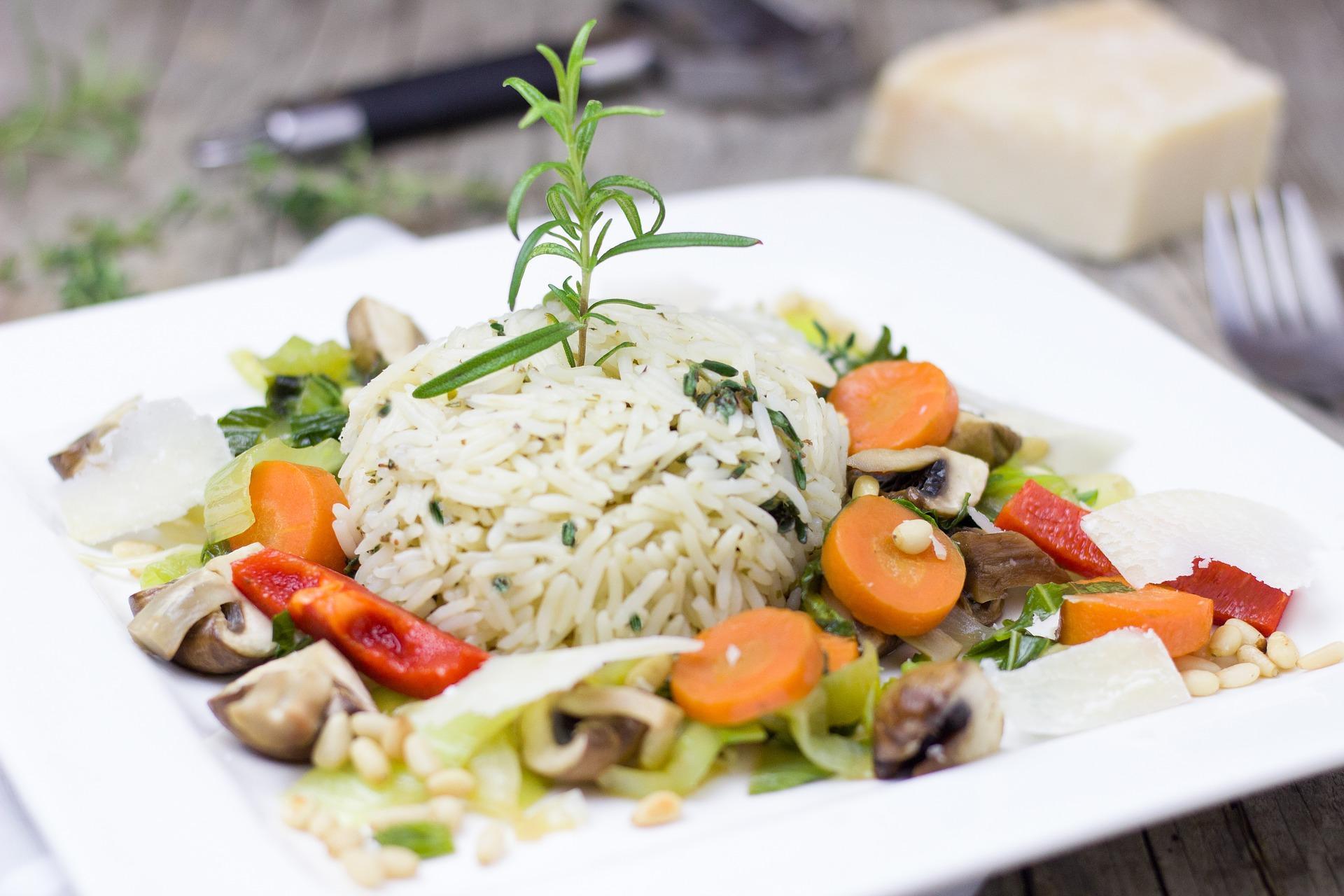 Gemüsepfanne mit Reis – schnell und einfach selbst zubereiten