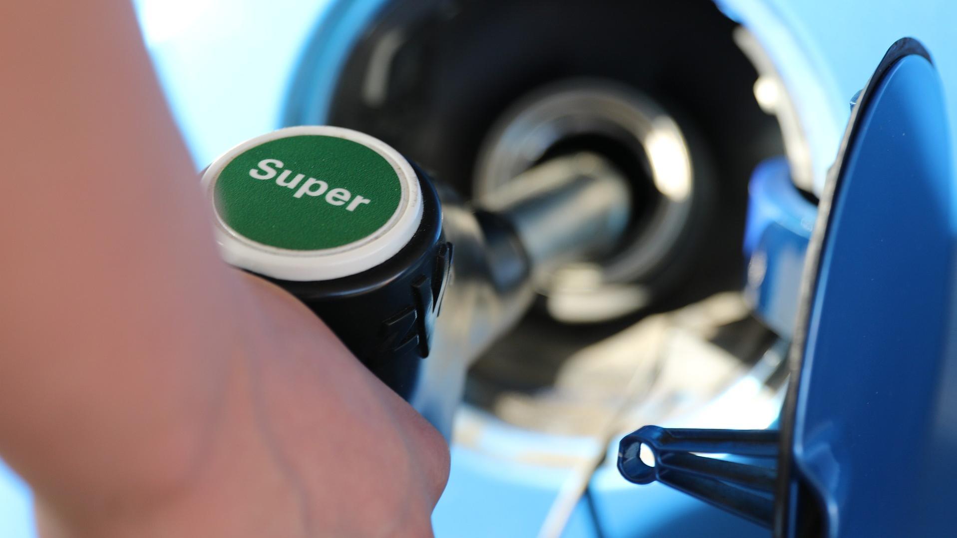 Beim Benzin liegt der Unterschied zwischen Super und Super Plus in der Oktanzahl.